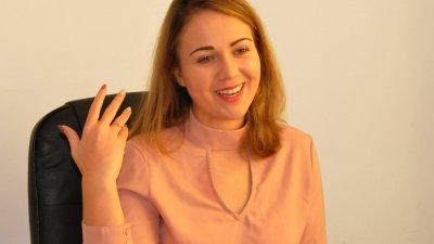 Алия говоря със страст за фотографията. Снимка Лина Главинова