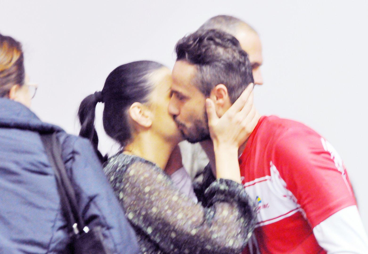 Целувката между Ралица и Теодор бе запечатана от фотоапаратите. Снимка Лина Главинова