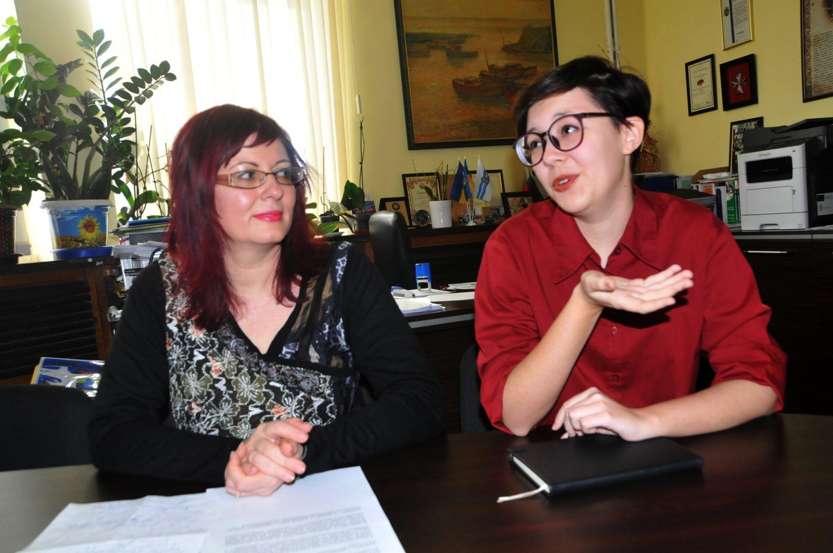 Елизавета Малянова и нейната учителка Неда Йорданова ще присъстват на церемонията по награждаването. Снимка Лина Главинова