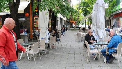Забранено е влизането на непълнолетни без придружител в заведенията в региона. Снимка Архив Черноморие-бг