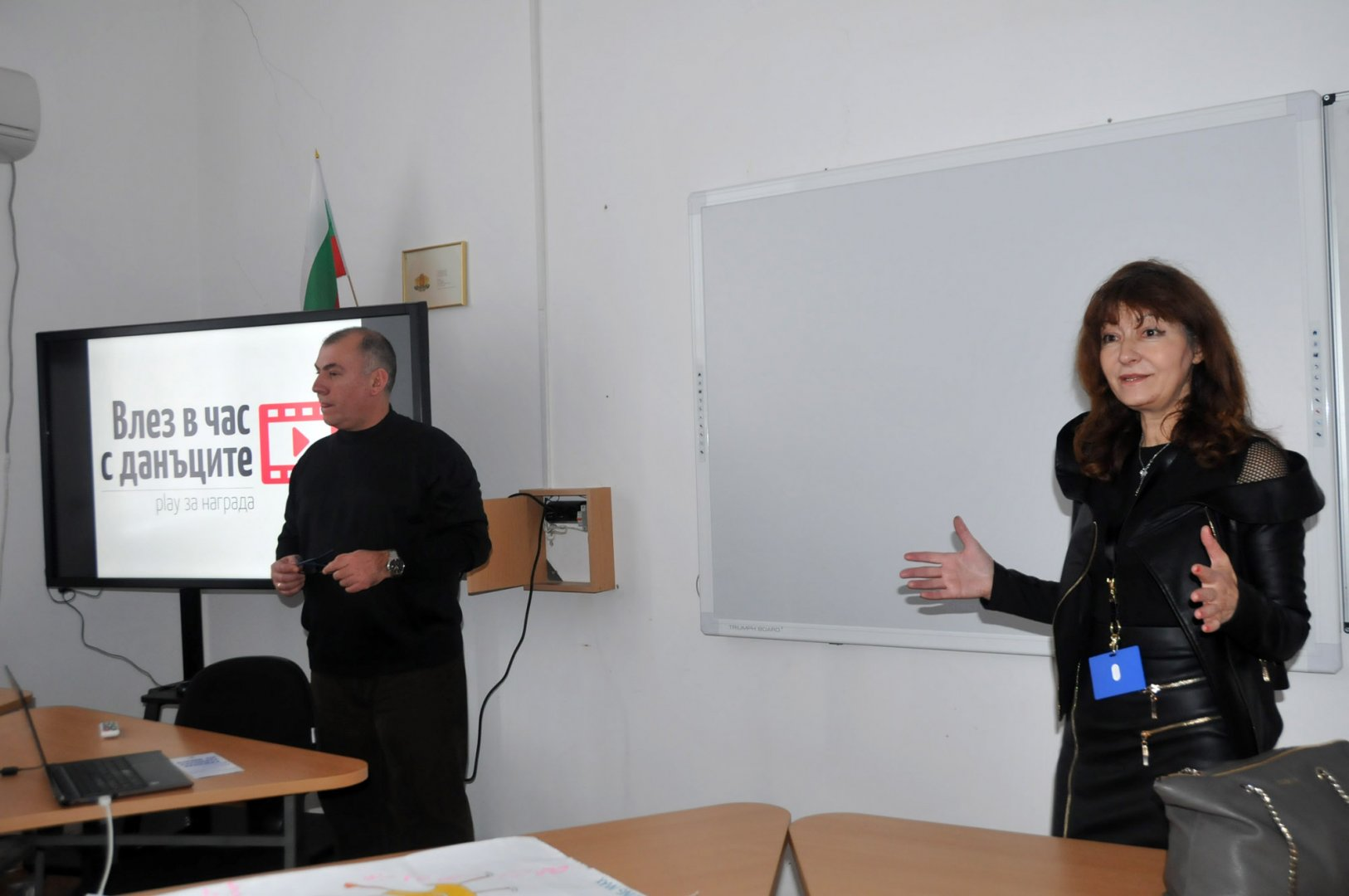 Христо Узунов гостува на клуба Финансова лаборатория с ръководител Татяна Ботева. Снимки Лина Главинова