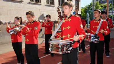 Гвардейският оркестър на училището е включен във филма. Снимка Архив Черноморие-бг