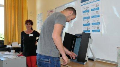 Изборният ден ще приключи в 20.00 часа. Снимки Лина Главинова