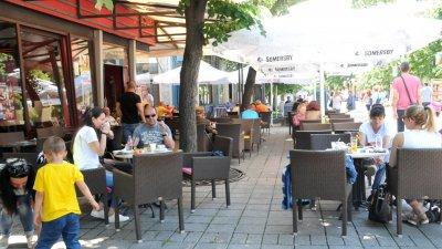 Сред най-засегнатите са собствениците и работещите в ресторанти и заведения за бързо обслужване, питейни заведения. Снимка Архив Черноморие-бг