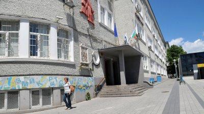 В бургаското СУ Св. св. Кирил и Методий има три секции с машини. Снимки Лина Главинова