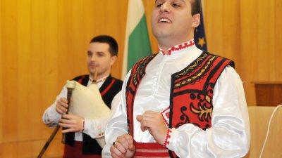 Народният певец Лазар Налбантов ще пее на концерта. Снимка Лина Главинова
