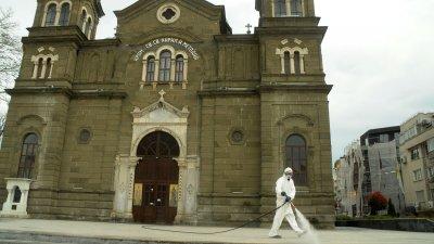 Дезинфекцията на храмовете започнаха от днес. Снимки Черноморие-бг