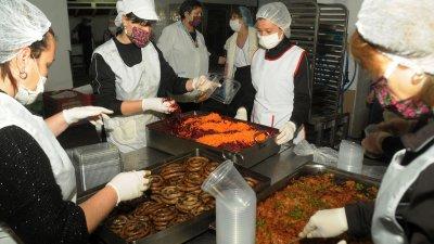 Служителите на паронажа всеки ден приготвят вкусна храна. Снимки Черноморие-бг