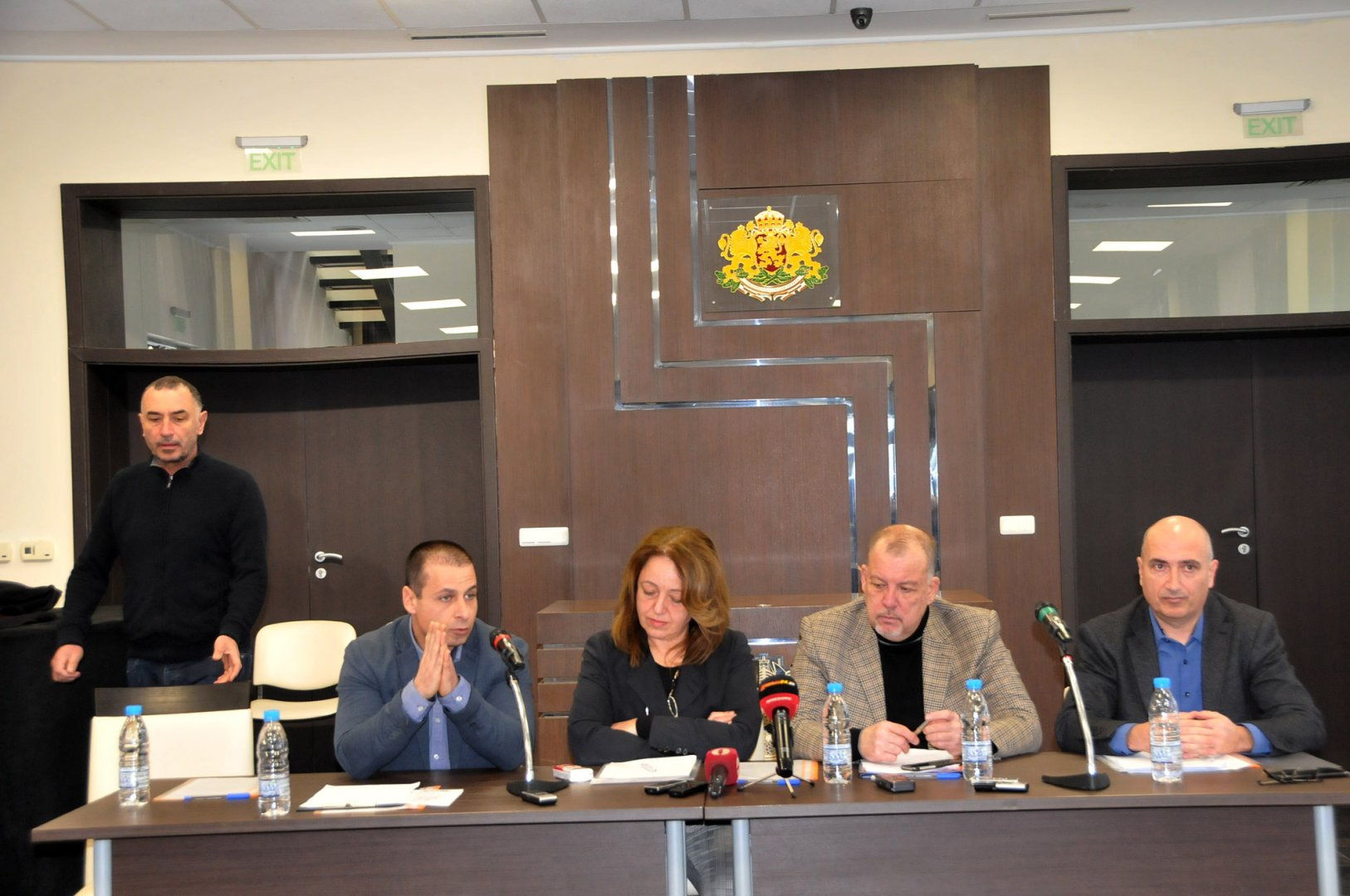 Петимата представители на Инициативния комитет ще проведат разяснителната кампания. Снимка Лина Главинова