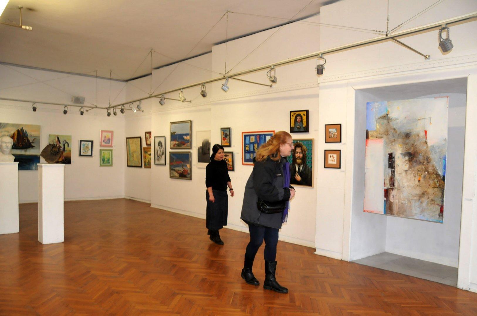 Някои от художниците за първи път участват в традиционната изложба. Снимка Лина Главинова