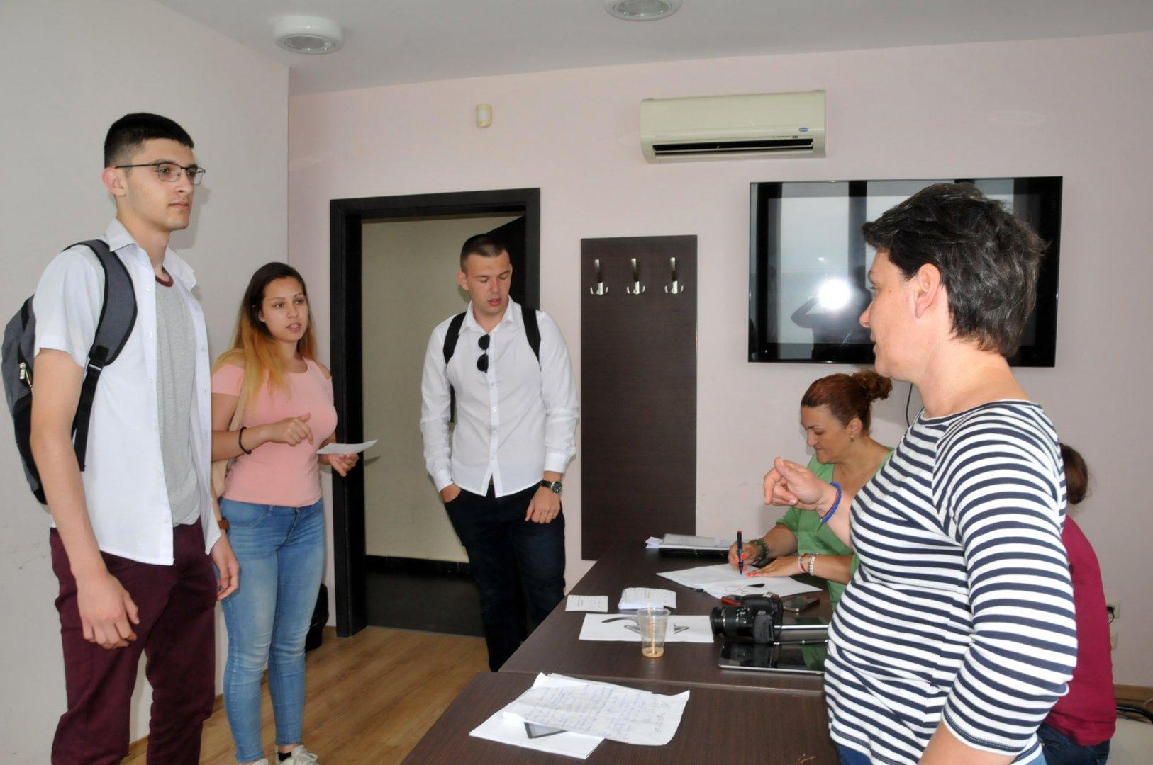 Надежда Косева лично прослуша явилите се на кастинга. Снимка Лина Главинова