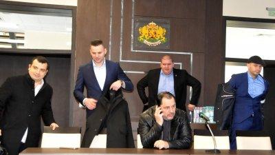 Георги Манев (седналият в средата) заяви, че партията му ще има свой кандидат в листата за ЕП. Снимка Лина Главинова