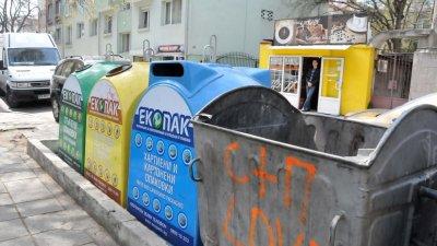 В центъра на града отпадъците се изхвърлят все още в старите контейнери. Снимка Архив Черноморие-бг