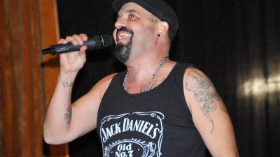 Дичо ще пее за бургазлии на площад Тройката. Снимки Лина Главинова