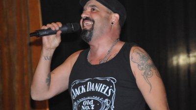 Дичо бе водещ и участник в концерта за Деня на толерантността в Бургас. Снимка Лина Главинова
