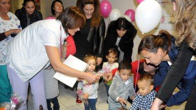 За първите десет месеца от тази година в УМБАЛ Бургас са родени 250 недоносени деца. Снимки Лина Главинова