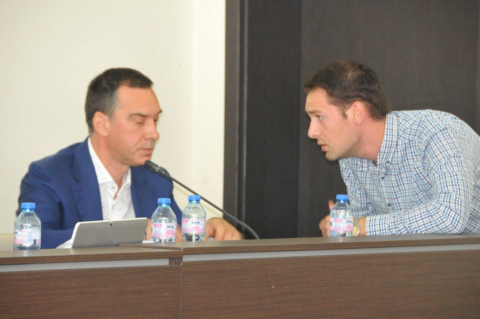 От 2-ри януари бившият съветник Тодор Колев (вдясно) става подчинен на кмета на Бургас Димитър Николов. Снимки Лина Главинова