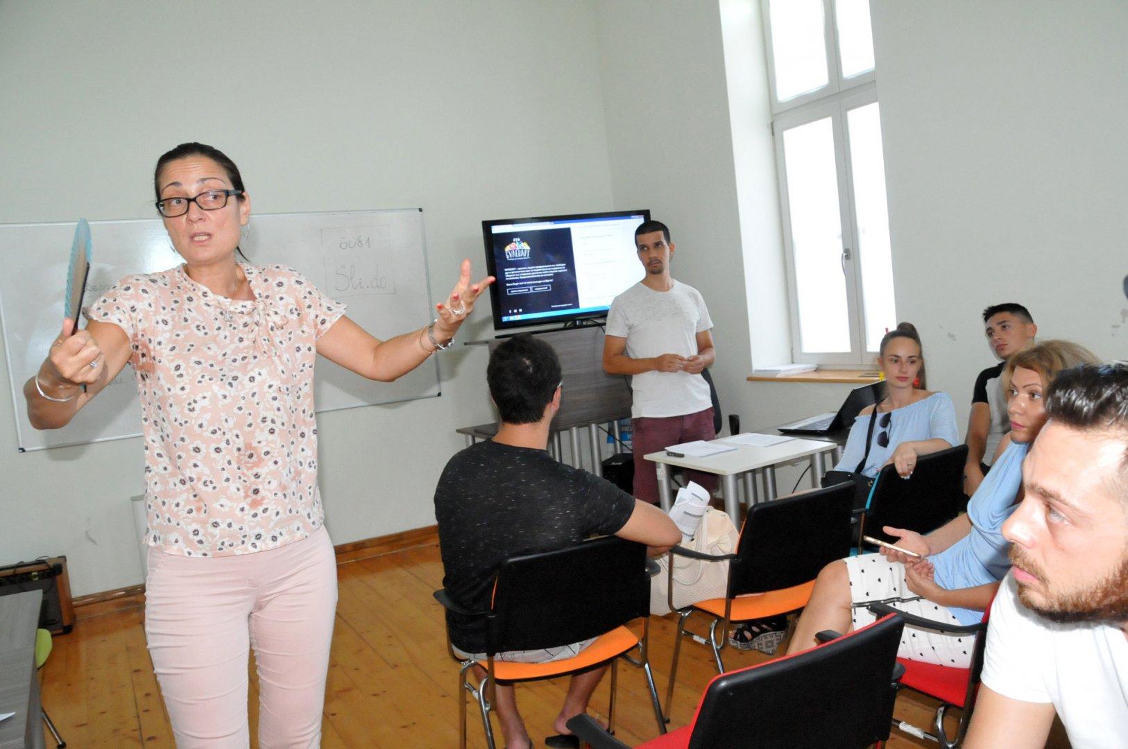 Целта е да се срещне бизнеса и творческата индустрия, поясни зам.-кметът Руска Бояджиева. Снимки Лина Главинова