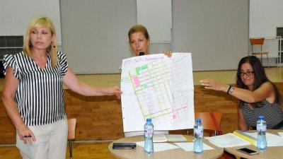 Депутатът и двете зам.-кметици в Община Бургас живеят във Възраждане и са наясно с проблемите на комплекса. Снимки Лина Главинова