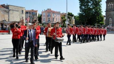 Гвардейците получиха знамето на тържествена церемония. Снимка Архив Черноморие-БГ