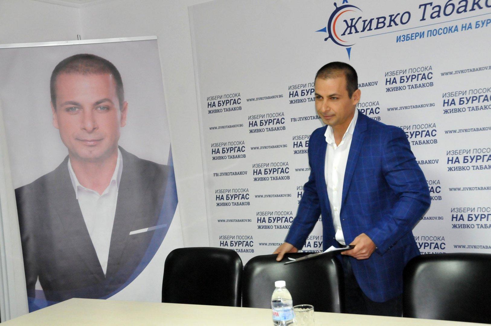 Живко Табаков очаква да получи отговори на питанията си. Снимки Лина Главинова