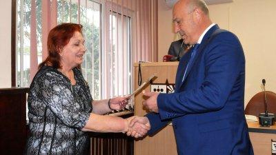 Иван Алексиев получи удостворението си за встъпване в длъжност. Снимка Лина Главинова
