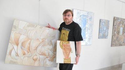 Последната самостоятелна изложба на Румен Статков в Бургас бе през 2011 година. Снимка Архив Черноморие-бг