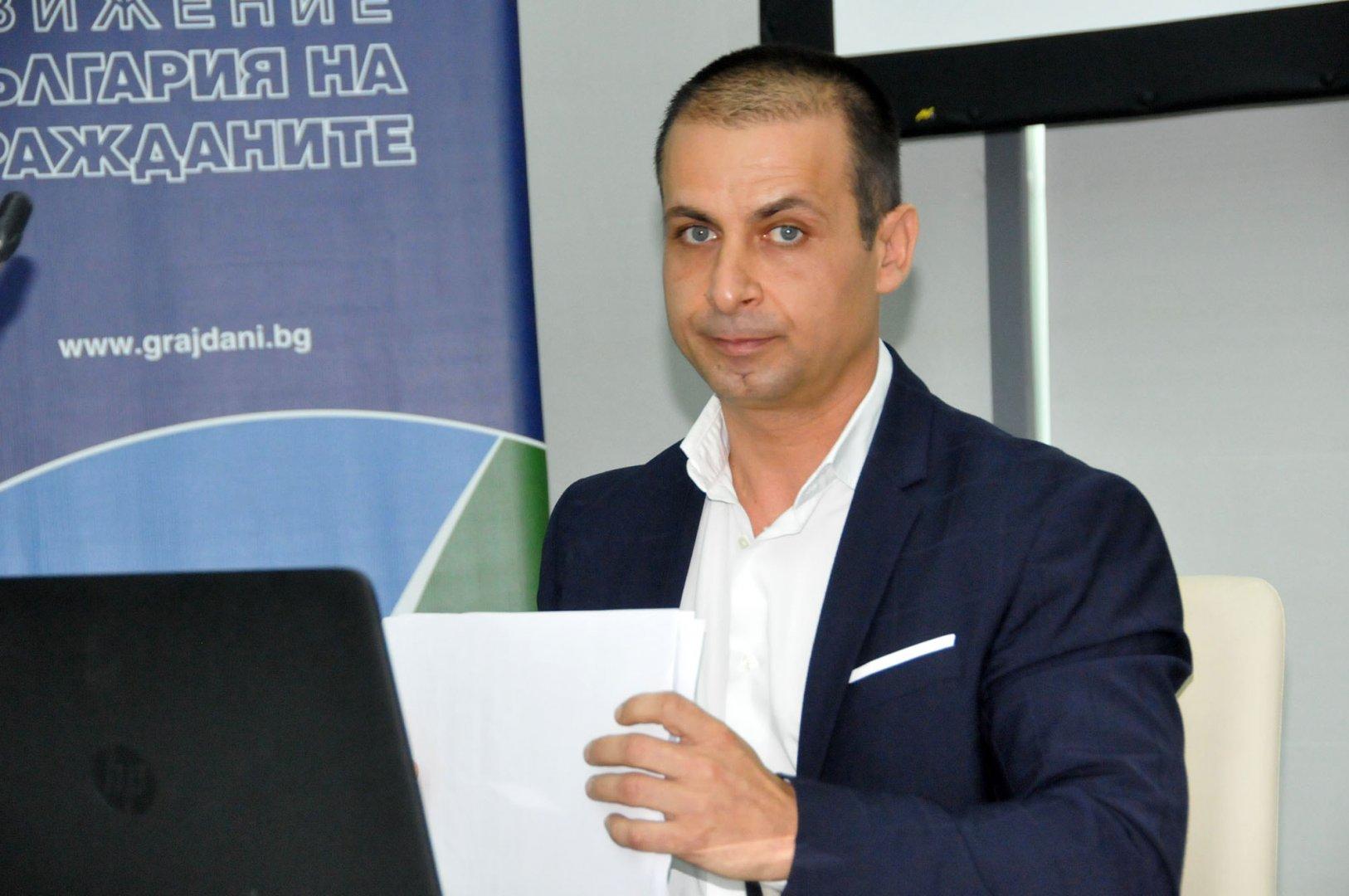 В Бургас ДБГ издига за кмет общинския съветник Живко Табаков. Снимка Лина Главинова