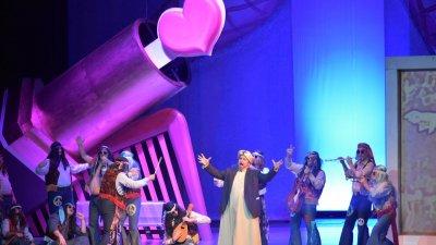 Хипита, шейх, харем и гинеколог - образите, в които влизат героите от операта на Росини в прочита на Александър Текелиев. Снимки Държавна опера - Бургас