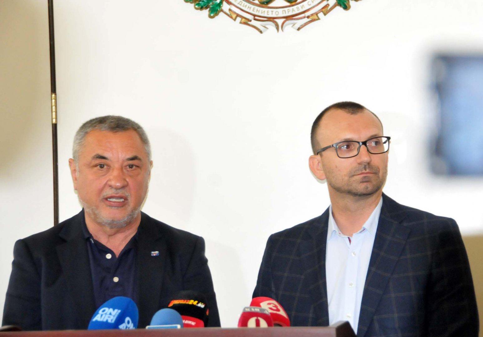 Обществените събития не са ограничени от Закона, каза вицепремиерът Симеонов (вляво). Снимки Лина Главинова