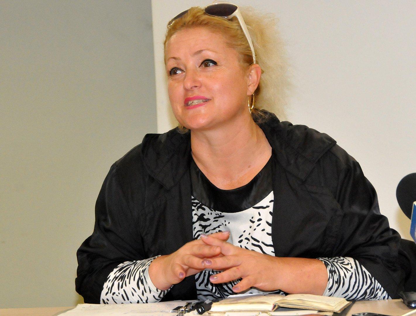 Общината ни предоставя сцена и пи помага с логистиката, каза Диана Цинцарска. Снимка Лина Главинова