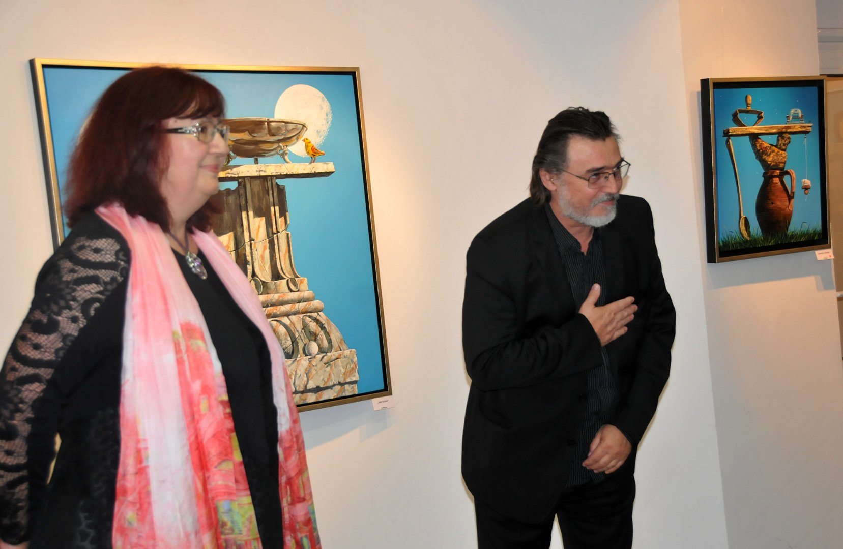 Доц. Борис Желев благодари на бургазлии за топлото посрещане в галерия Бургас. Снимки Лина Главинова