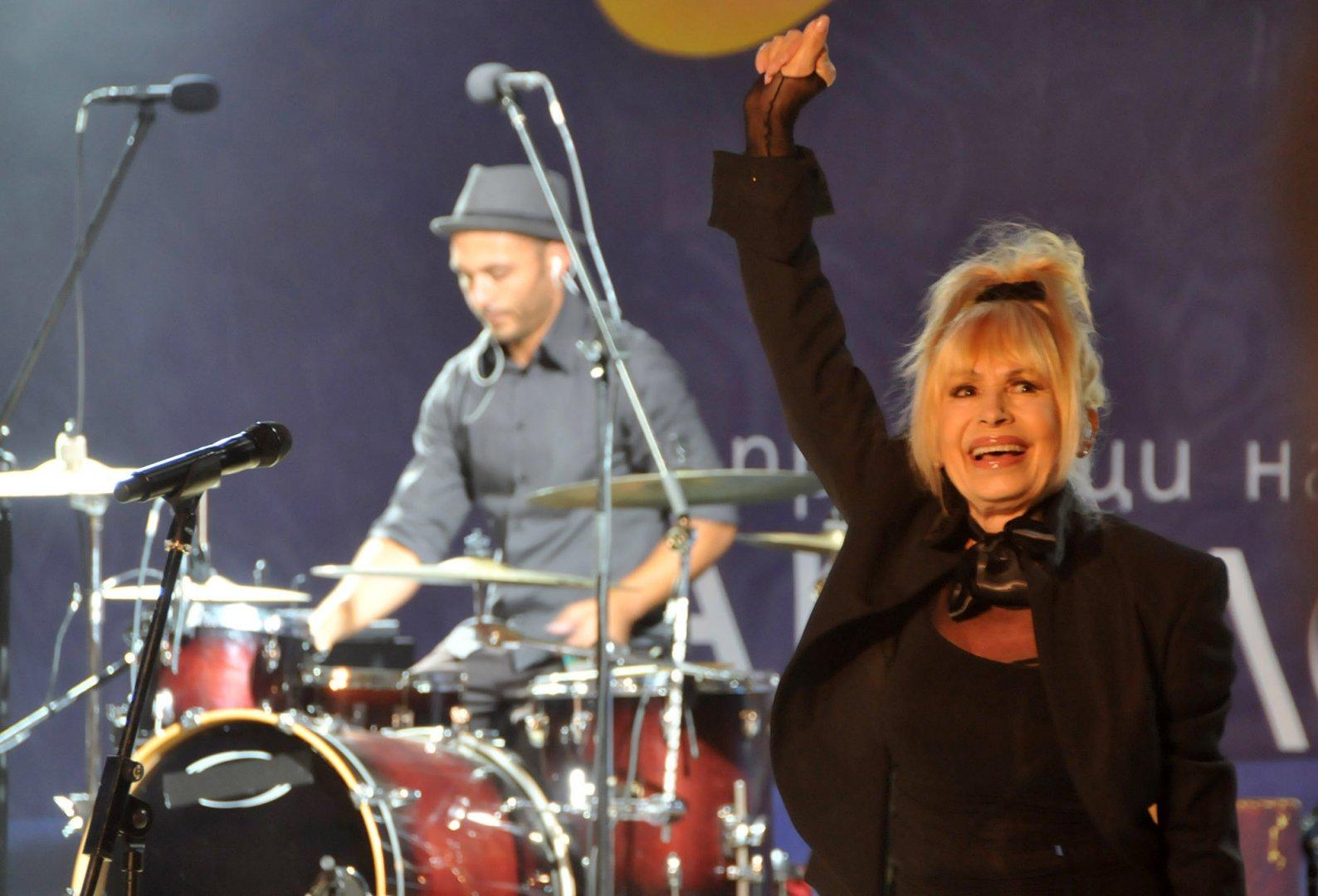 Интересът към концерта на Лили в Бургас е голям. Снимка Лина Главинова