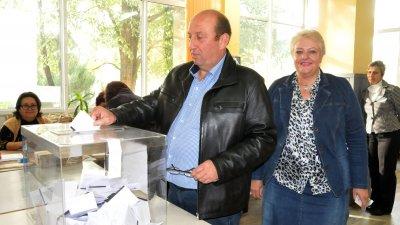 Иван Жабов ще управлява общината още четири години. Снимка Лина Главинова
