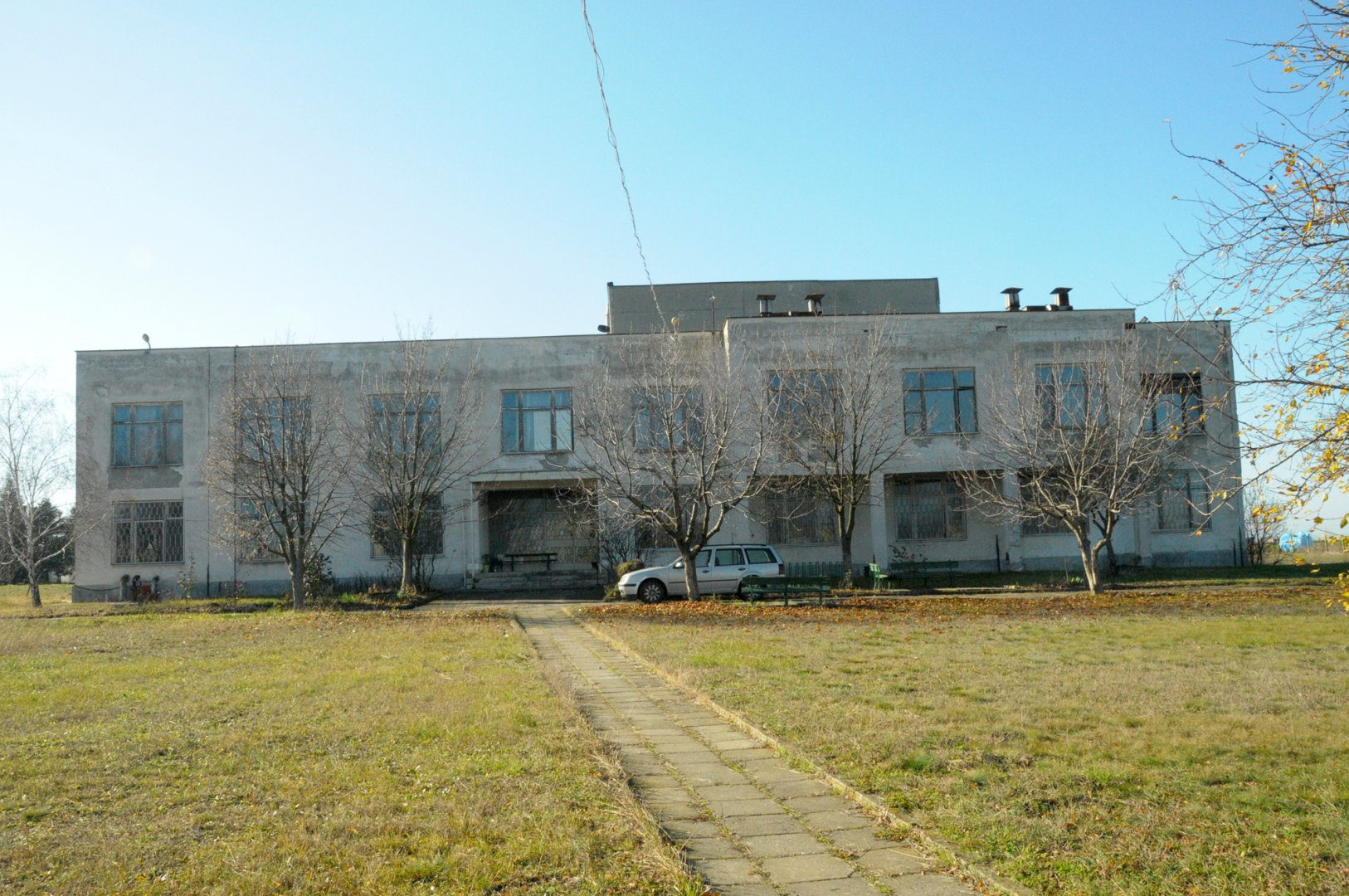 Тази сграда ще бъде превърната в Център за върхови постижения. Снимка Черноморие-бг