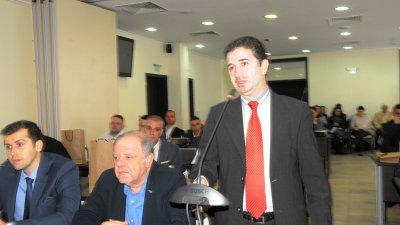 Стоян Коларов (вляво), Йордан Георгиев (до него) и Павел Маринов входираха докладната записка. Снимки Лина Главинова