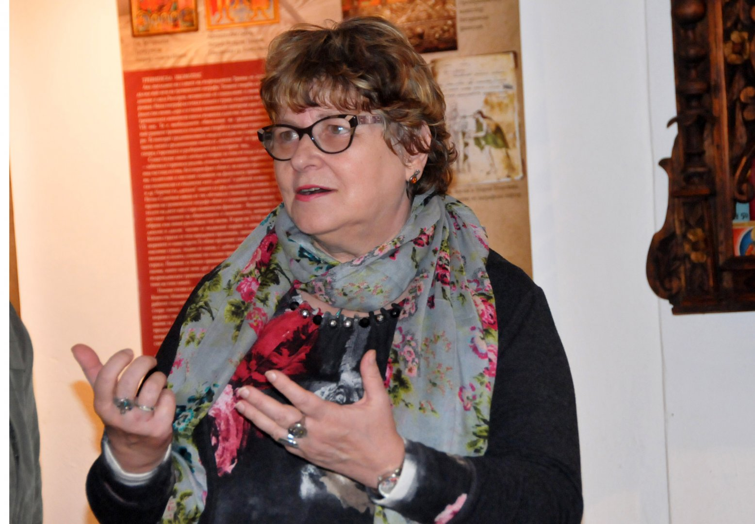 Люба Цанева е един от авторите в изложбата, която гостува в Бургас. Снимки Лина Главинова
