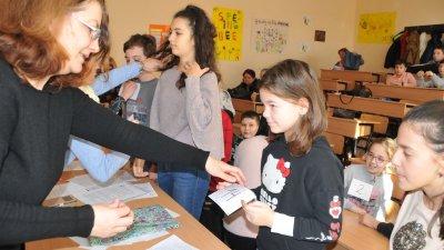 Ина Начева (вдясно) бе най-малката участничка в състезанието. Снимки Лина Главинова