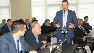 Докладната бе входирана от трима съветници от ГЕРБ, сред които и Веселин Пренеров (в средата) - председател на Комисията по култура и читалищна дейност. Снимка Архив Черноморие-бг