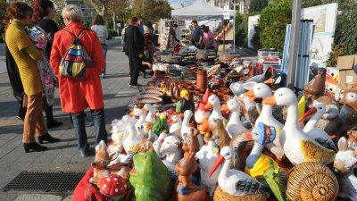 Занаятчиите в продължение на три дни ще продават продукцията си в Бургас. Снимки Лина Главинова