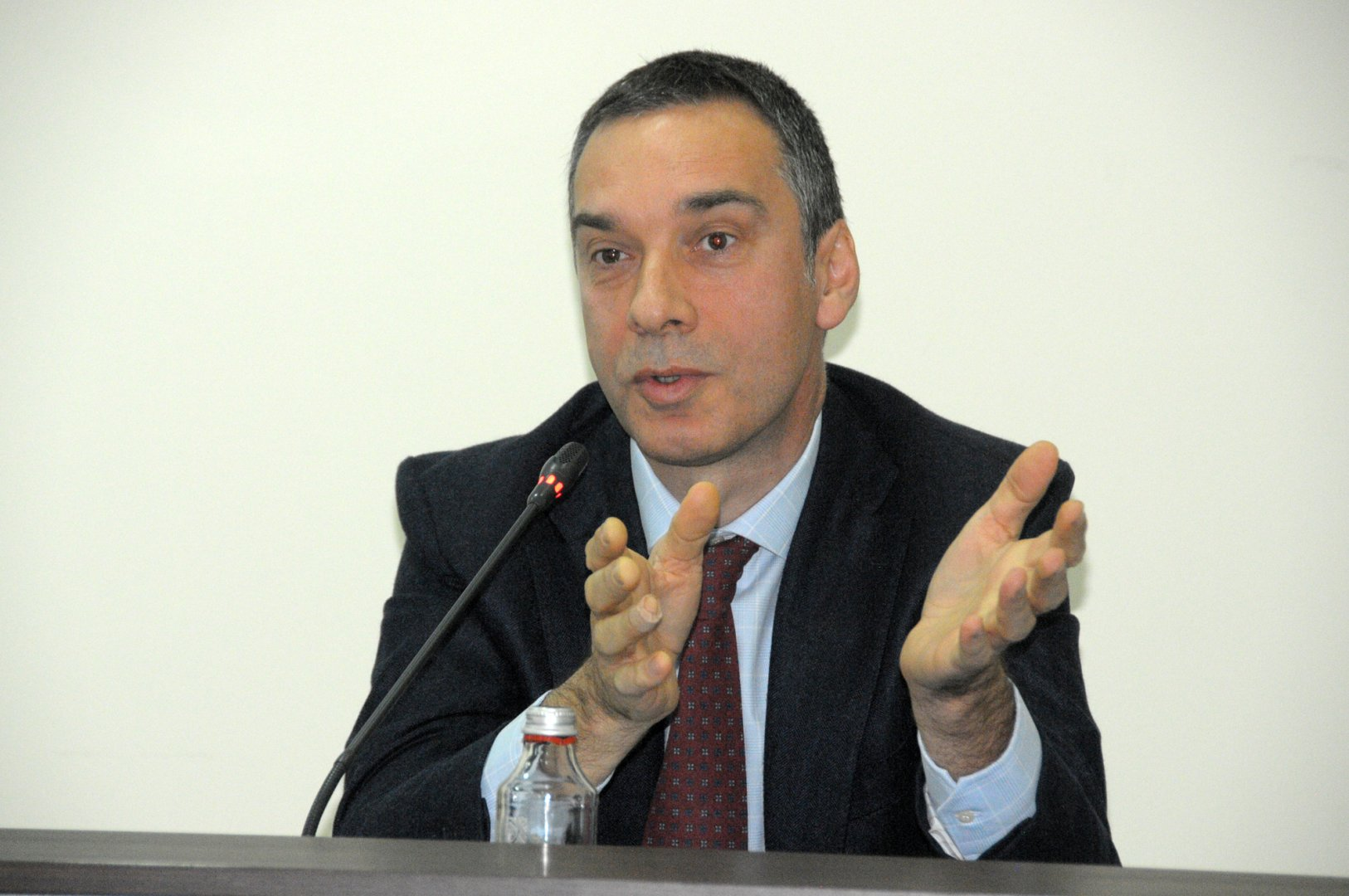 Кметът Николов е входирал докладната си записка в ОбС. Снимка Лина Гавинова