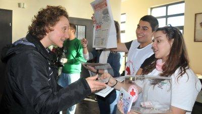 Гостите бяха посрещнати от доброволци на БЧК - Бургас. Снимки Лина Главинова