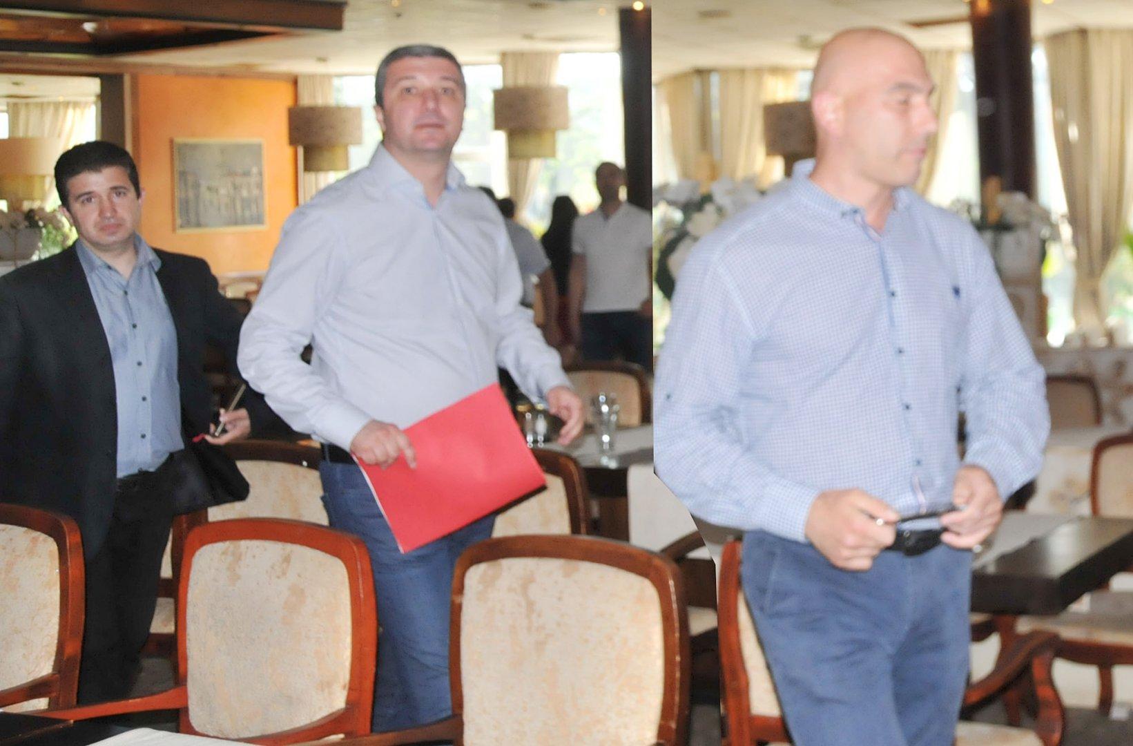 Зам.-председателят на ПГ на БСП за България Драгомир Стойнев (в срядата) се срещна с актива на партията в Бургас. Снимка Лина Главинова