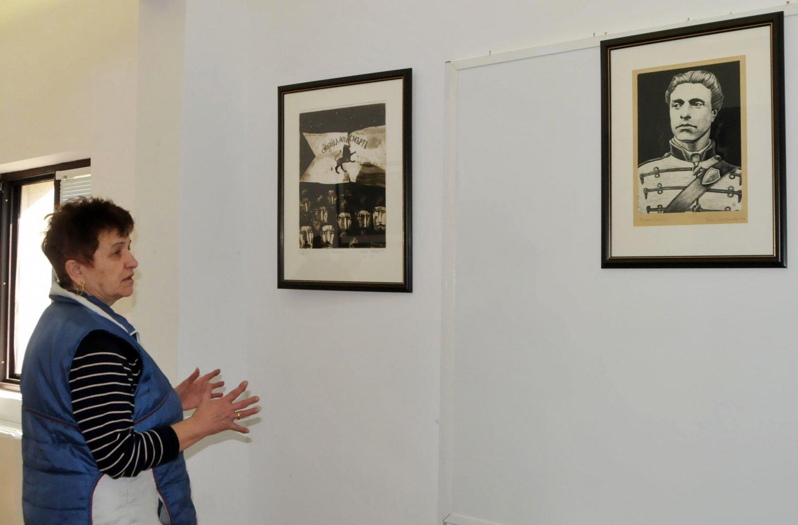 Творби на 5 бургаски автори са включени в изложбата за освобождението. Снимка Лина Главинова