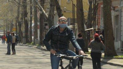 Носенето на маска остава задължително до 13-ти май включително. Снимка Черноморие-бг