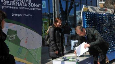 Общинският съветник Живко Табаков бе сред първите, които се подписаха срещу Зелената зона. Снимки Лина Главинова