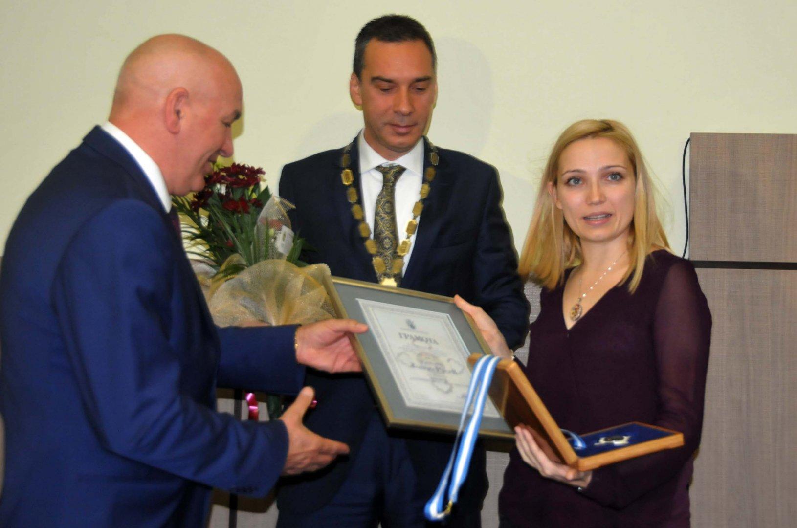Елена Хаджистоянова - внучка на композитора Точно Русев, получи отличието