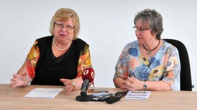 Искаме да стартираме с високо ниво на нашите студенти, каза ректорът проф. Миткова (вляво). Снимки Лина Главинова