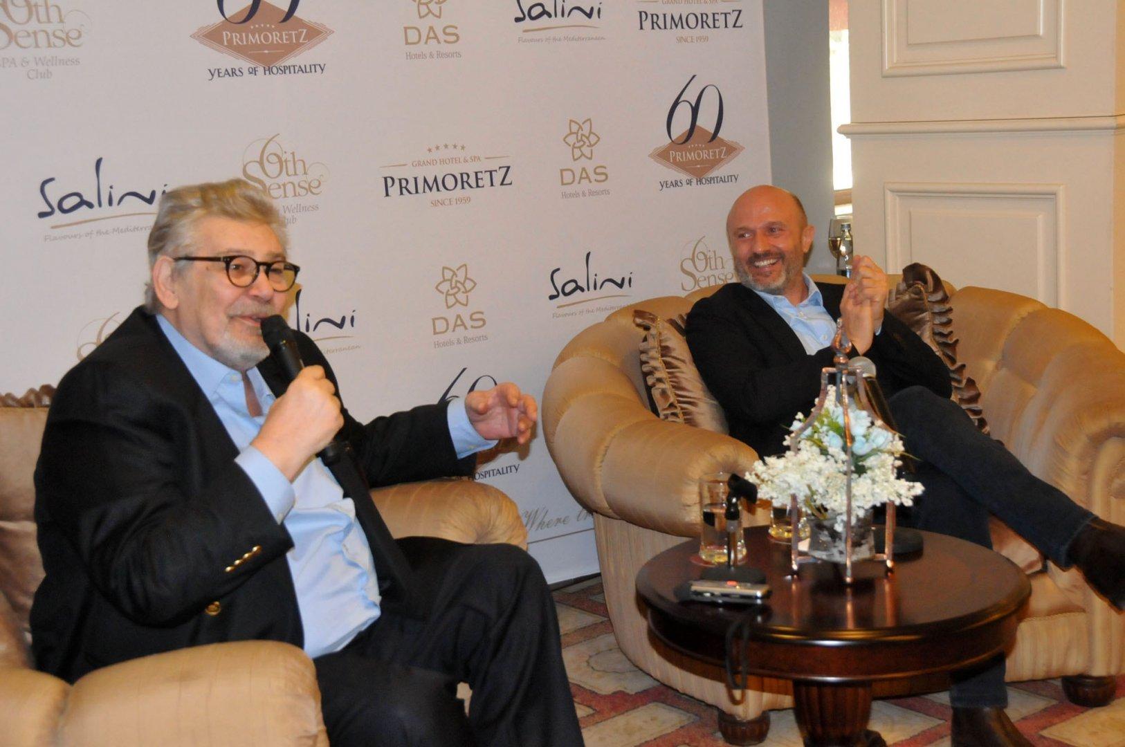 Стефан Данаилов и Георги Тошев на премиерата на книгата през март 2018 г. в Приморец. Снимка Архив Черноморие-бг