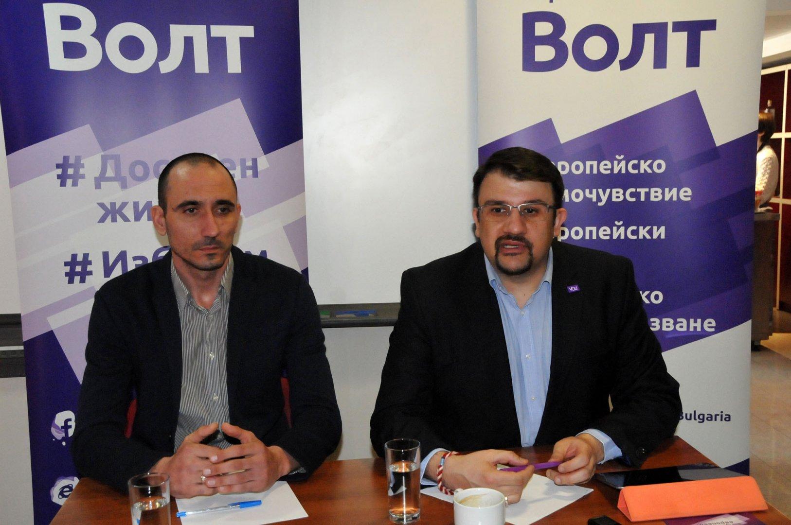 Настимир Ананиев (вдясно) е водач на листата на Волт за ЕП, а Ивайло Илиев от Бургас е пети. Снимка Лина Главинова